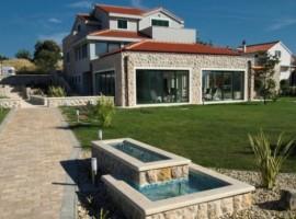 Villa Betina, Murter