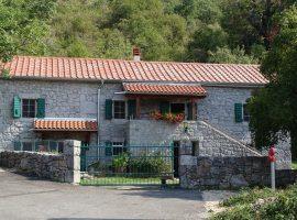Cottage Crno